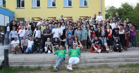 Gruppenfoto vom offiziellen Chattertreffen 2009 im Wonnemonat Mai (JH Dessau)