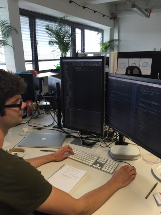 0x539 alias Brian bei der Arbeit an seinem Arbeitsplatz